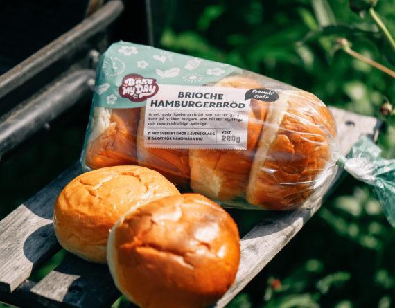 Grillsäsongen är igång! Lagom till sommarvärmen har vi nu lanserat magiska Brioche Hamburgerbröd 4-pack, nu ute i butik!